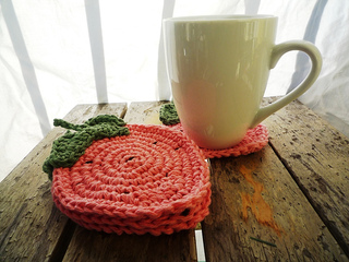 Crochet_strawberries_coasters_-_pink_007_small2