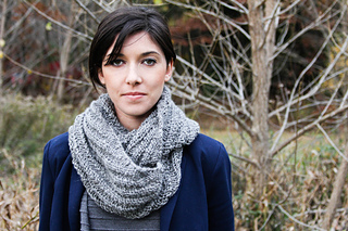 Lindsey_grey_cowl_twist-9_small2