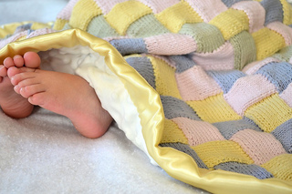 Knitted_entrelac_baby_blanket_small2