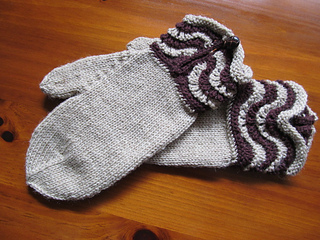 Brown_wave_mittens_small2