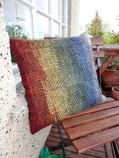 Pillow_on_chair_small2