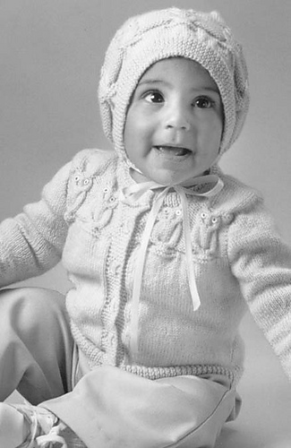 818_baby_owl_and_bonnet_medium
