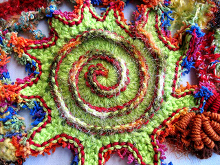 Green_red_pointy_edged_spiral_small2