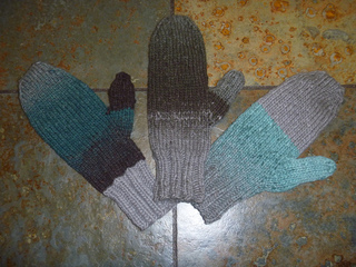 Grace_s_grayblue_mittens_008_small2