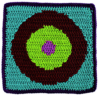 Reversible_color_crochet_-_bulls-eye_block_beauty_shot_small2