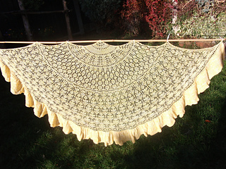 Lily_s_slice_of_lemon_pi_shawl_-_1_small2