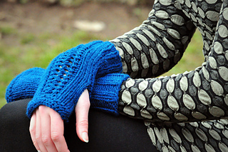 Sm_northwestwools_carverbridgemitts-2_small2