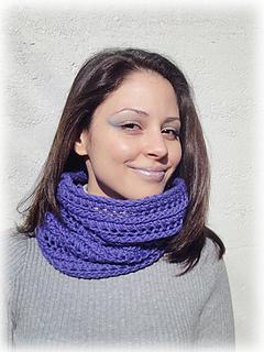 Shiri_designs_shapeshifting_cowl_purple_scarf_small2