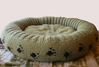 Dog_cat_bed_shiri_designs_02_11_emptybed_small2