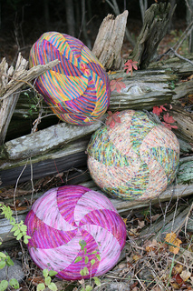 Candy_swirl_pillows_koigu_mag2_11_11_woods_small2