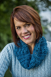Reversible Cabled Cowl in Two Sizes #701 PDF