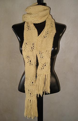 Curvy_beige_scarf_400_medium