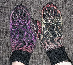 Cthulhu_mittens_front_small