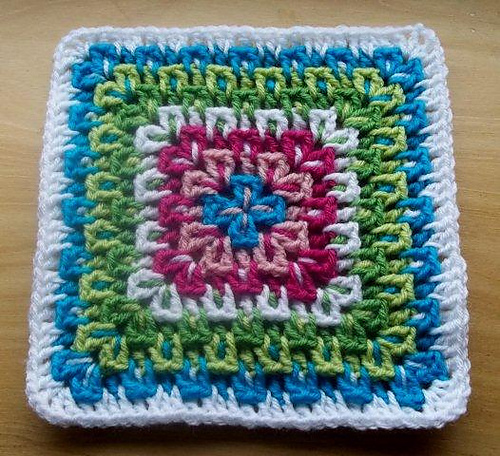 Crochet Patterns Squares : fireworks surprise afghan square 9 inch free crochet pattern block