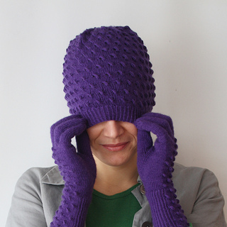 Medusa_hat_over_head_square_small2