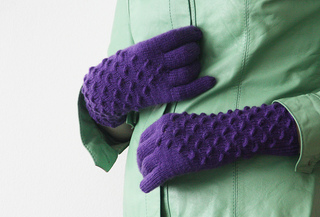 Medusa_gloves_with_jacket_close_up_small2