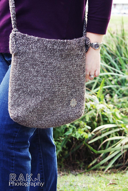 Chloe Hipster Crochet Bag Pattern by Kristi Greeson