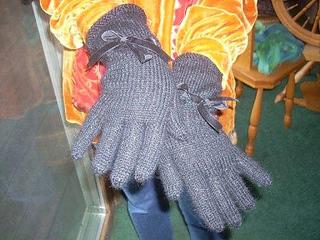 Black_gloves_small2