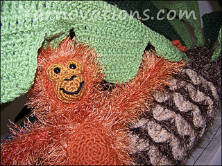 Monkey-and-palm-tree-close-up_small2