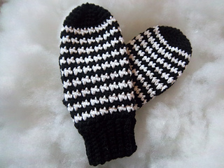 Houndstooth_mittens_003_small2