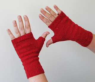 Mirri_mitts_red_small2