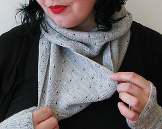 Mirri_cowl_gray_1_small2