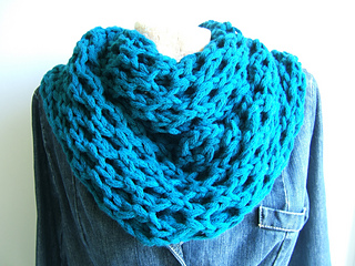Honeycomb_cowl_effect_neckwarmer_small2