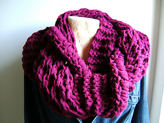 Giant_honeycomb_intertwined_cowl_small2