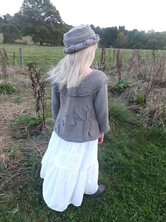 Beth_bee_theme_sweater_with_matchine_brimmed_hat_small2