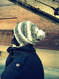 Slouchy_pom_hat_1_small2