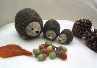 Acorns_and_hedgehogs_small2