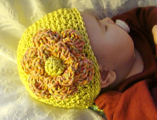 Green_hat_with_fulffy_flower_small2