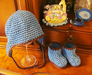 222_earflap_hat_and_booties_small2
