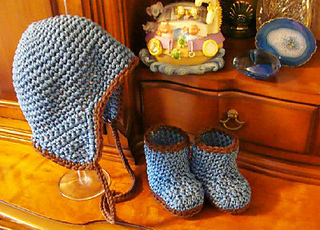 222_hat_and_booties_small2