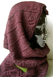 Waves_of_lace_hooded_scarf_3_small2
