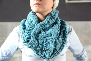 Full_545_128693_lacycabledcowl_2_small2