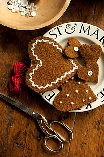 Felted-gingerbread-ornaments2_small2