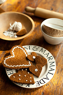 Felted-gingerbread-ornaments3_small2