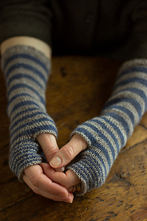 Accelerating-stripes-gloves-regia-4ply-gallery1__small2