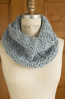Last-minute-cowl-mistake-rib_gallery_small2