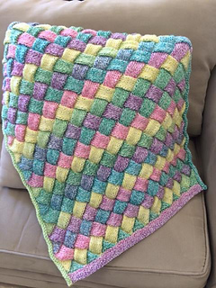 Entralac_baby_blanket_small2