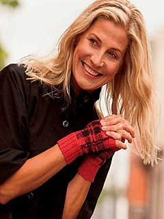 Cropped_tartan_mitts_photo_small2