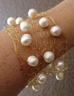 Wire-pearl-cuff-close-140420_small2