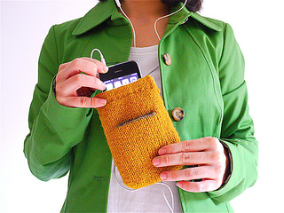 Knitted_iphone_purse_small2
