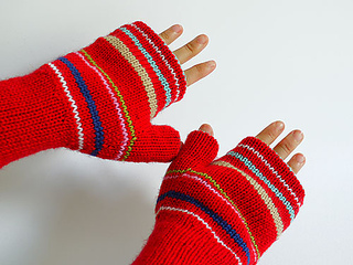 Reversible_fingerless_glove_wearing_interior_small2