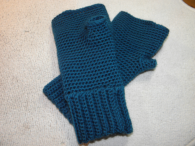 Simple Men's Crocheted Fingerless Gloves