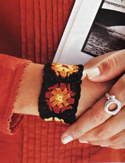 Granny_square_bracelet_small2