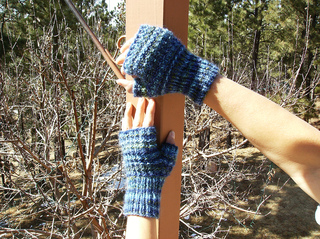 Rocky_road_fingerless_mitts_small2