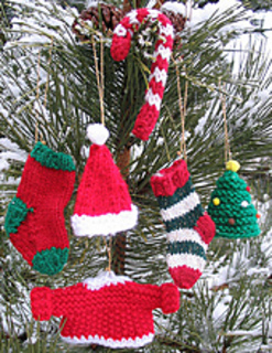 Knit_ornaments_vertical_best_outside_shot_small2