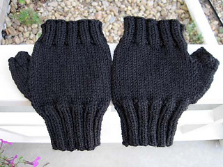 Mens_fingerless_mitts_for_eb_outside_res_small2